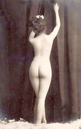 Vintage photo nude woman 2.jpg