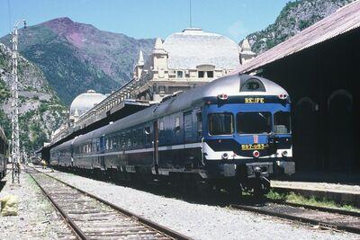 Cuando la RENFE era la RENFE - Página 3 400px-RN597-053CanJPVL