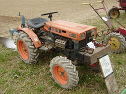Kubota B6000 1975 Twose plough