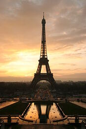 250px-Tour eiffel at sunrise from the trocadero