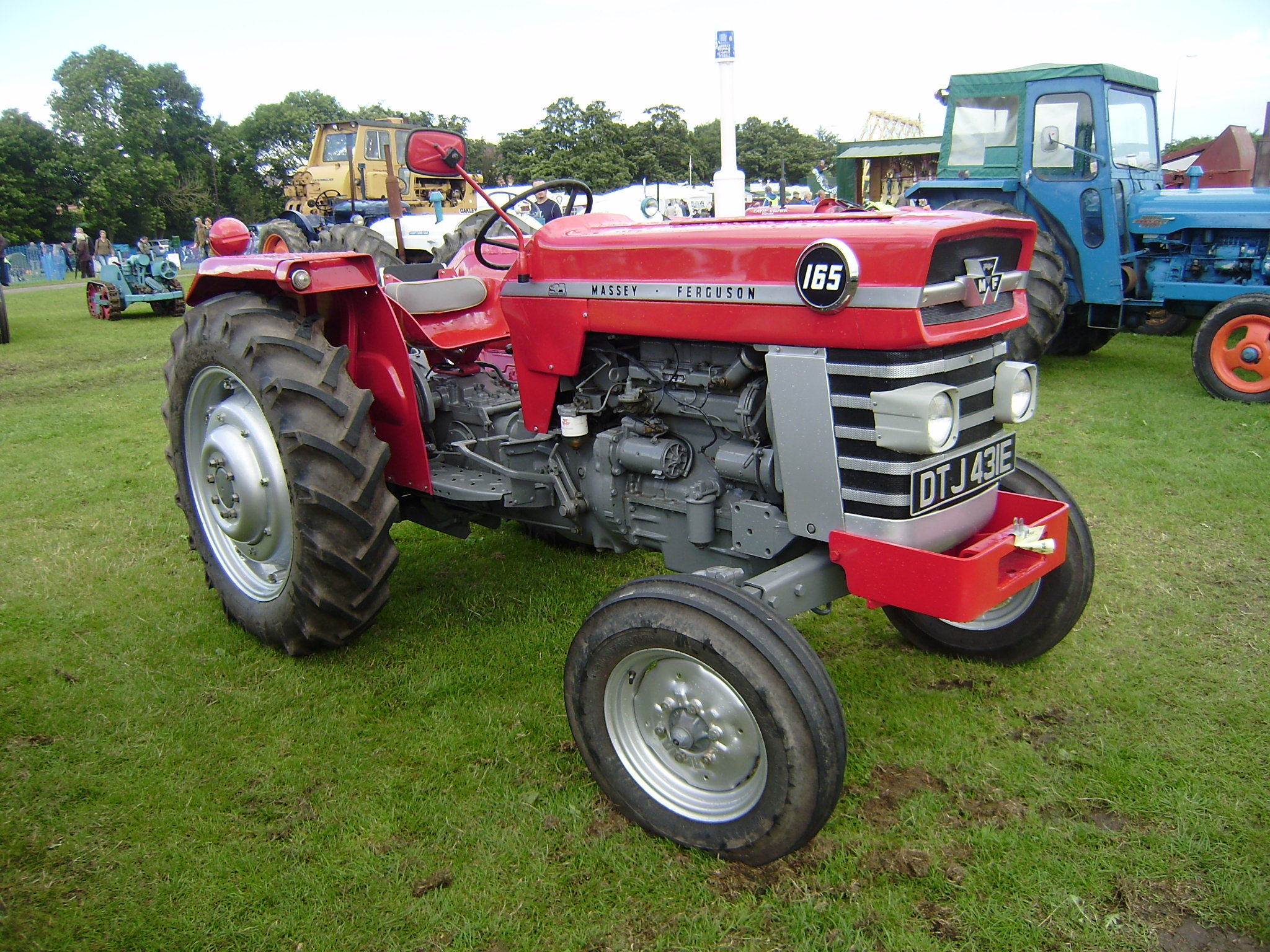 Massey Ferguson - Tractor & Construction Plant Wiki - The classic ...
