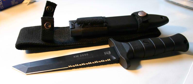 """Боевой нож KM 2000 (Kampfmesser, что и переводится как  """"боевой нож """") производится компанией Eickhorn-Solingen Ltd..."""