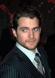 427px-Henry Cavill