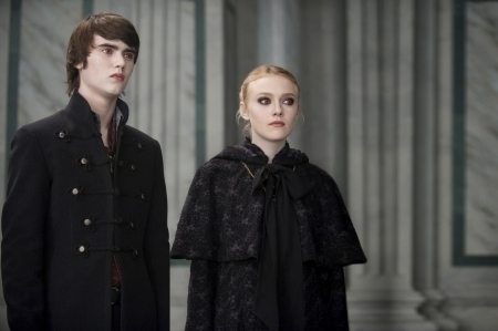 New-moon-still-alec-and-jane-of-the-volturi-9182897-450-299
