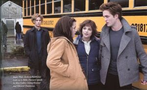 300px-Edward-Bella-Jasper--Alice-twiligh