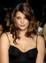 Ashley-Greene-Twilight-Premiere-alice-cullen-5888046-295-400