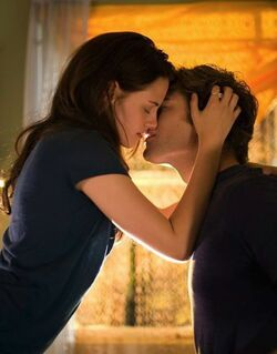 Bella-edward-kissing