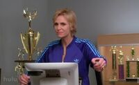 Jane-lynch-sue-sylvester-treadmill-glee