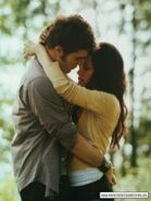 Eclipse-Movie-Companion-stills-edward-and-bella-13196476-300-400