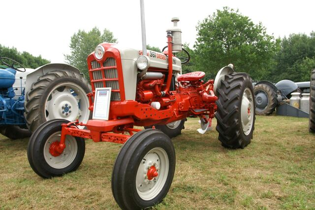 Old Ford Diesel Tractors : Image ford diesel g tractor construction