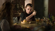 Arya with a knife