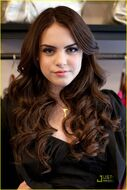 Elizabeth-gillies-do-something-02
