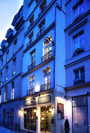 Hotel-charme-relais-louvre-facade-paris