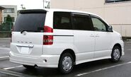 2001-2004 Toyota Noah rear