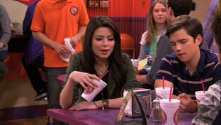 ICarly-4x03-iGet-Pranky-icarly-21403107-1280-720