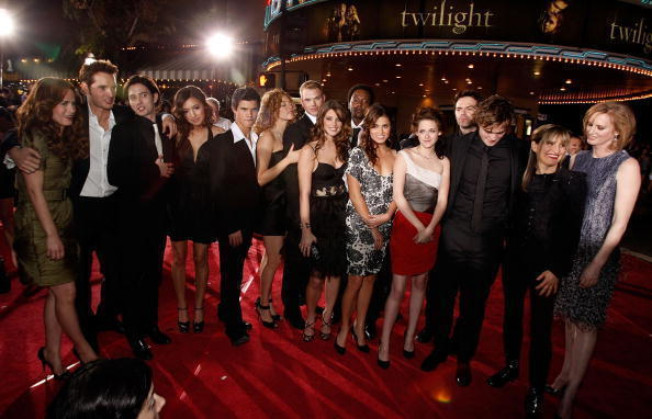 Twilight-cast-at-the-LA-premier-kellan-lutz-2852476-594-382.jpg