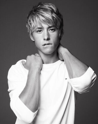 Mitch-Hewer-9-25-09