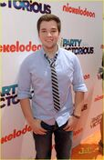 Nathan-kress-iparty-victorious-07