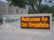 Welcome sign at New Braunfels, TX IMG 3237