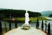 Huang Yueying Statue