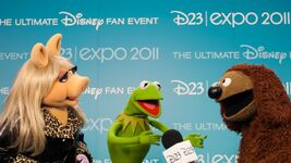 D23Expo-BackstagePhoto-MissPiggy-Kermit-Rowlf-(2011-08-19)
