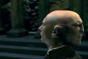 Quirrell associ  Voldemort
