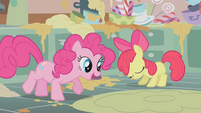 Apple Bloom disappointed by her baking skills S1E12