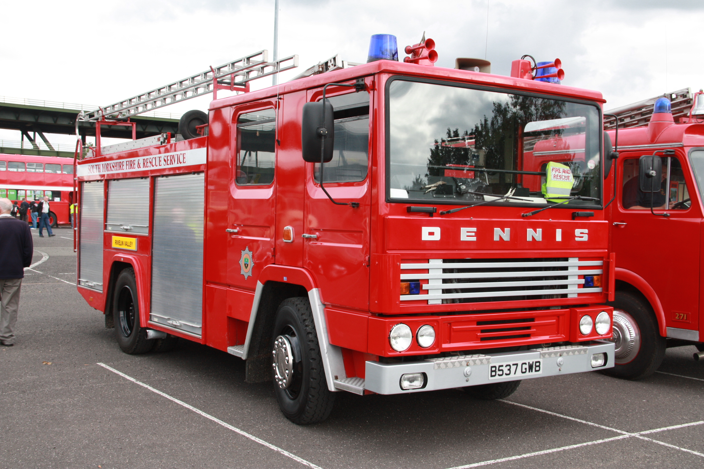 Dennis Specialist Vehicles - Tractor & Construction Plant ...