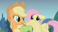 Fluttershy hiding behind Applejack S01E07
