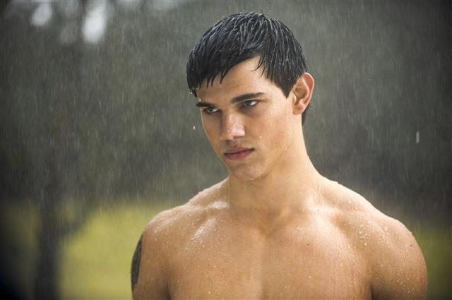 New-moon-movie-still-jacob-black-large