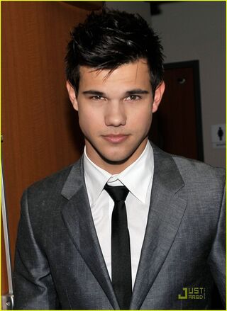 Taylor-lautner-peoples-choice-2010-03