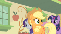 Applejack looking behind S01E21