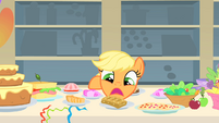 Applejack doesn&#39;t know what to eat first 3 S01E22