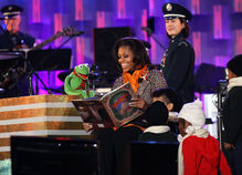 Kermit michelle obama tree lighting 2011 dec 1