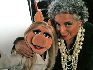 NYFW-2011-MissPiggy-and-LeeoraCatalan-of-nOirJewelry