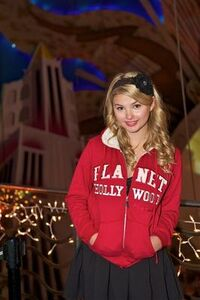 Normal Stefanie Scott-Planet-Hollywood6-2