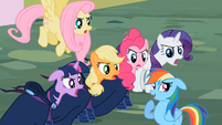Main cast and Rainbow Dash &quot;a little?!&quot; S02E08