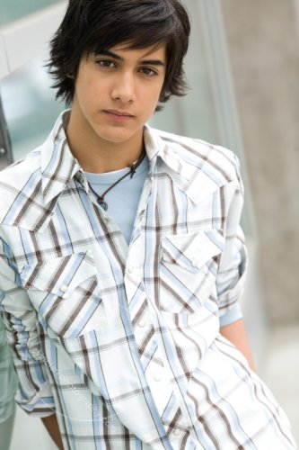 Avan-jogia-dark-hair-blue-collar-shirt