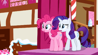 Rarity &amp; Pinkie Pie see trouble S2E19