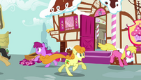 Ponies escape S02E19