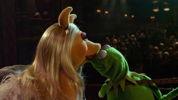 TheMuppets-(2011)-K&amp;P-Kiss