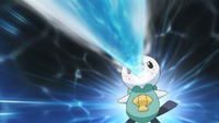 EP663 Oshawott usando pistola de agua