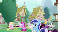Background ponies reading S2E23