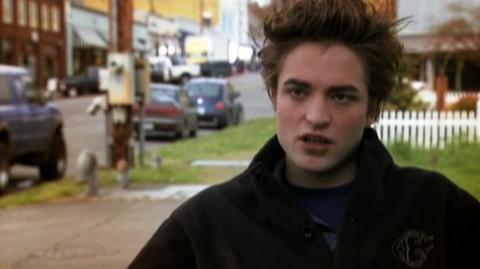 "Twilight (2008) - Interview Robert Pattinson ""On Bella and Edward's complex relationship"""