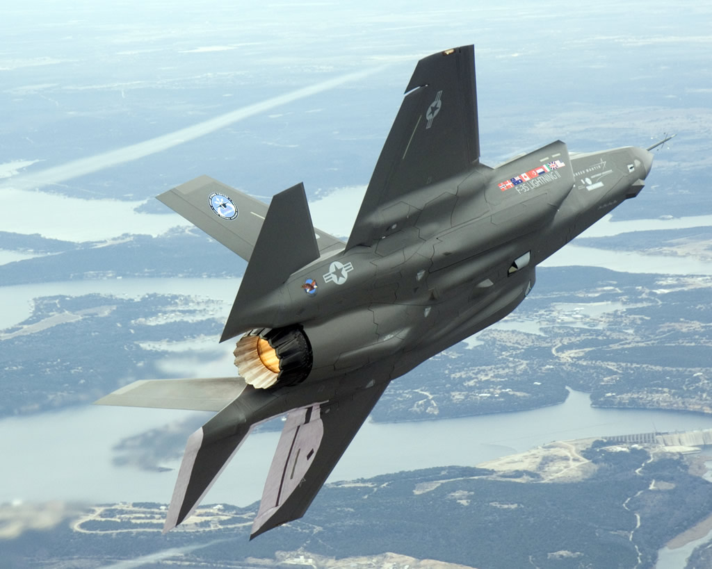 http://images1.wikia.nocookie.net/__cb20120417212215/aircraft/images/5/52/AIR_F-35_Left_Wingover_Rear_View_lg.jpg