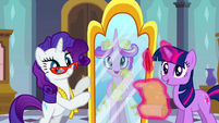 Princess Cadance looking in Rarity&#39;s mirror S2E26