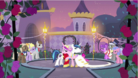 Princess Cadance & Shining Armor start dance S2E26