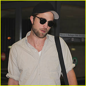 Robert-pattinson-dc-arrival