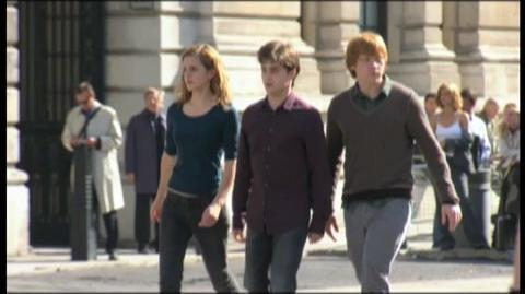 Harry Potter and the Deathly Hallows Part 1 (2010) - Featurette On the run
