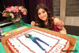 Victoria Justice On Set Of Victorious Surprise Birthday party-04-560x373